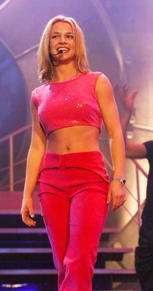 クロップトップ「Smash Hits Poll Winners Party 1999」:写真・画像(9)[壁紙.com]