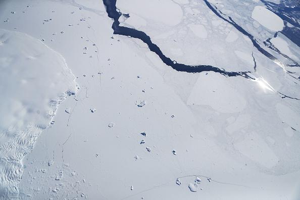 Iceberg - Ice Formation「NASA's Operation IceBridge Studies Ice Loss In Antarctica」:写真・画像(17)[壁紙.com]