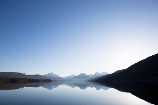 Travel「A calm morning before sunrise on Lake McDonald in Glacier National Park.」:スマホ壁紙(3)