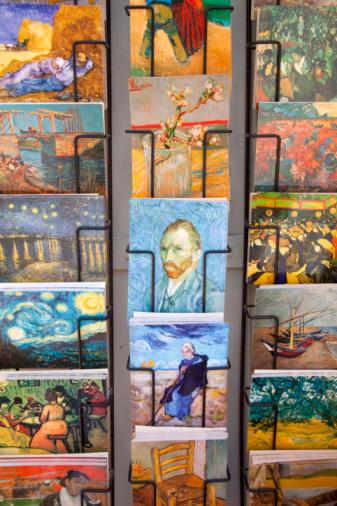 Rack「Rows of  postcards in shop.」:スマホ壁紙(11)