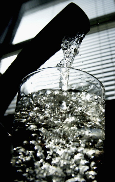 Drinking Glass「Debate Rages Over Fluoride In Tap Water」:写真・画像(18)[壁紙.com]
