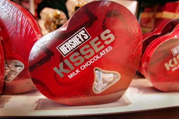 ハート型「Shoppers And Retailers Prepare For Valentine's Day」:写真・画像(2)[壁紙.com]