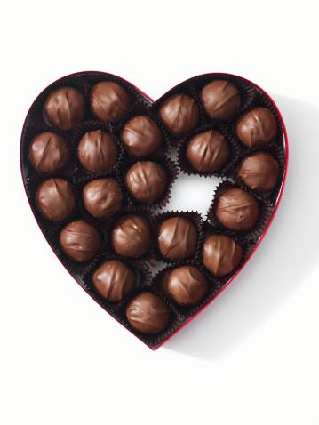 Heart「heart-shaped box full of chocolates」:スマホ壁紙(1)