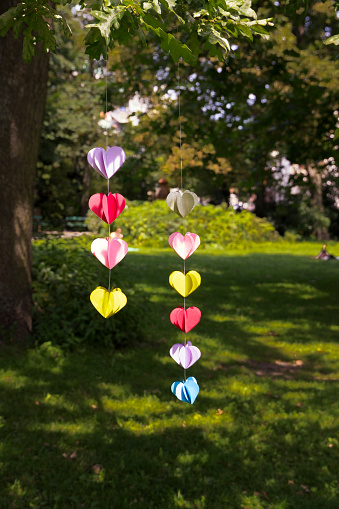 ハート「Heart-shaped garland made of paper hanging in garden」:スマホ壁紙(0)