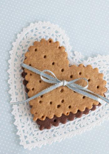 水色「Heart-shaped cookies tied with a ribbon」:スマホ壁紙(8)