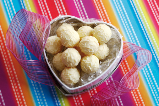 Praline「Heart-shaped candy box with pralines, elevated view」:スマホ壁紙(10)