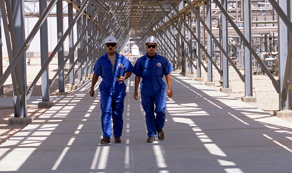 Two People「Worker at a Gas refinery in the Western Desert, Egypt」:写真・画像(19)[壁紙.com]