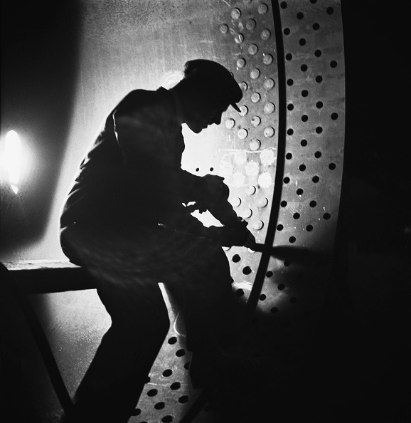 Manual Worker「Wartime Steel Industry」:写真・画像(6)[壁紙.com]