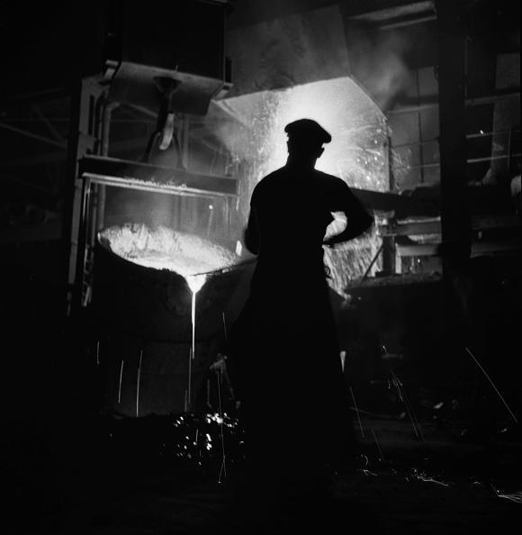 Manual Worker「Wartime Steel Industry」:写真・画像(14)[壁紙.com]