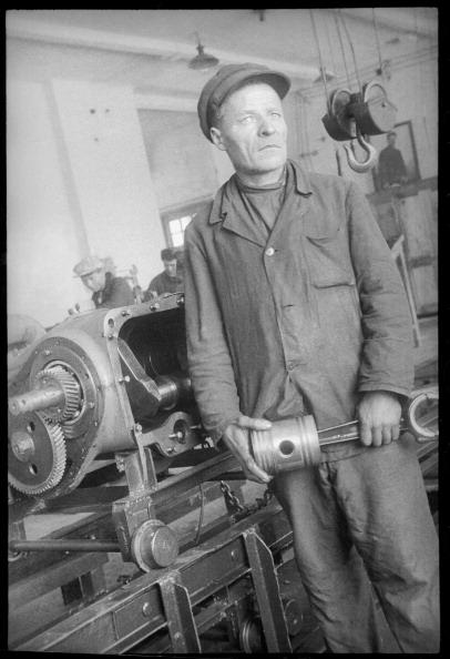 Max Penson「A Worker At A Machine Tool」:写真・画像(8)[壁紙.com]