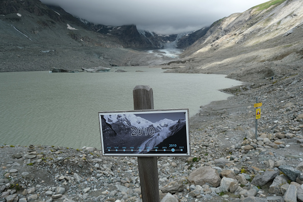 Mountain「Europe's Melting Glaciers: Pasterze」:写真・画像(1)[壁紙.com]