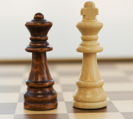 Battle「Opposing king and queen chess pieces」:スマホ壁紙(8)