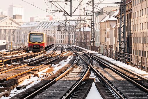 Electric train「S バーンの電車、ベルリン、ドイツの冬の景観」:スマホ壁紙(12)