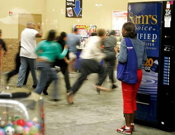 "Holiday Shopping Season Gets Underway On ""Black Friday"":ニュース(壁紙.com)"
