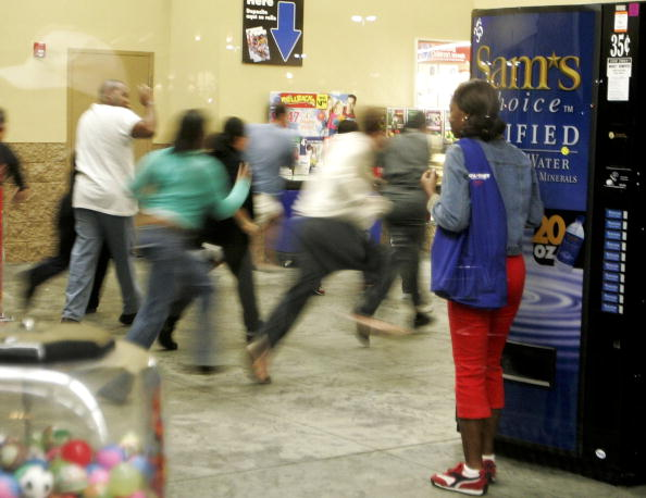 "Crowd「Holiday Shopping Season Gets Underway On ""Black Friday""」:写真・画像(2)[壁紙.com]"