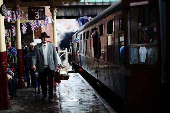 Recreational Pursuit「Enthusiasts Take Part In East Lancashire Railway's 1940s Re-enactment Weekend」:写真・画像(17)[壁紙.com]