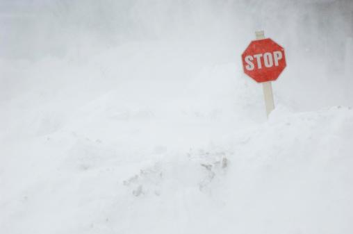 Snowdrift「Stop sign in snow bank」:スマホ壁紙(4)