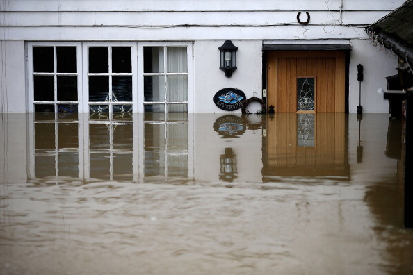 水中写真「Floods And Weather Disruption Continue Into Christmas」:写真・画像(5)[壁紙.com]