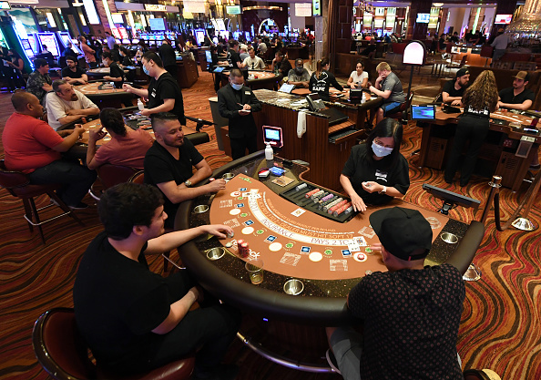Las Vegas「Nevada Casinos Reopen For Business After Closure For Coronavirus Pandemic」:写真・画像(15)[壁紙.com]