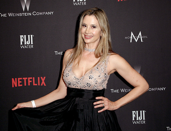 Mira Sorvino「The Weinstein Company And Netflix Golden Globe Party, Presented With FIJI Water, Grey Goose Vodka, Lindt Chocolate, And Moroccanoil - Red Carpet」:写真・画像(13)[壁紙.com]