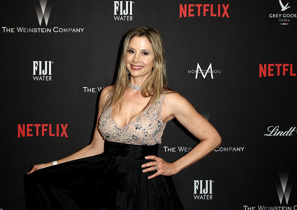 Mira Sorvino「The Weinstein Company And Netflix Golden Globe Party, Presented With FIJI Water, Grey Goose Vodka, Lindt Chocolate, And Moroccanoil - Red Carpet」:写真・画像(6)[壁紙.com]