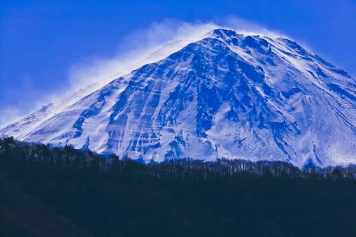 富士山「Wind on Mount Fuji with the snow dust, seen across the Lake Saiko」:スマホ壁紙(16)