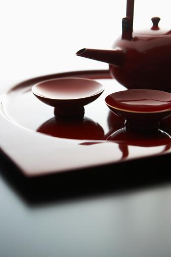 お正月「Sake pot and cups, close-up」:スマホ壁紙(4)