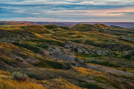 cloud「The Gillespie region of Grasslands National Park」:スマホ壁紙(17)
