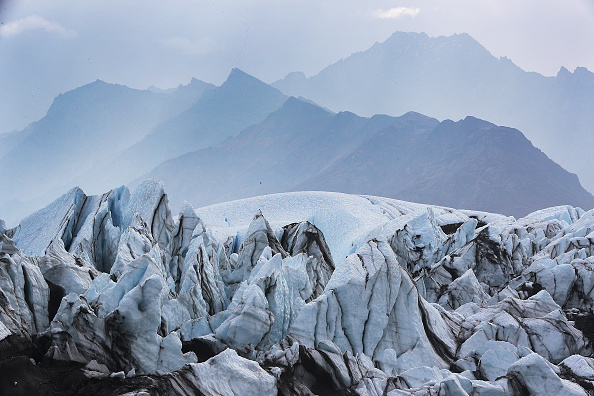 Horizontal「Matanuska Glacier In Alaska Serves As Hiking Destination Near City Of Anchorage」:写真・画像(12)[壁紙.com]