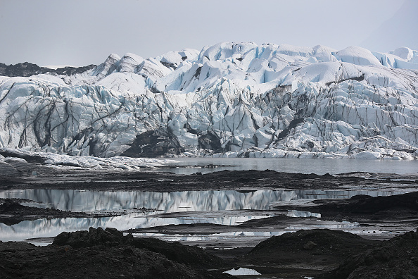Glacier「Matanuska Glacier In Alaska Serves As Hiking Destination Near City Of Anchorage」:写真・画像(8)[壁紙.com]