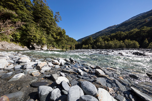 Mt Aspiring「The Blue Pools riverbank, wide angle view」:スマホ壁紙(9)