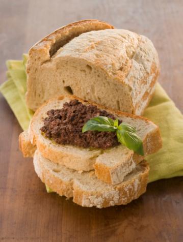 Napkin「Bread with black olives and basil, close-up」:スマホ壁紙(17)