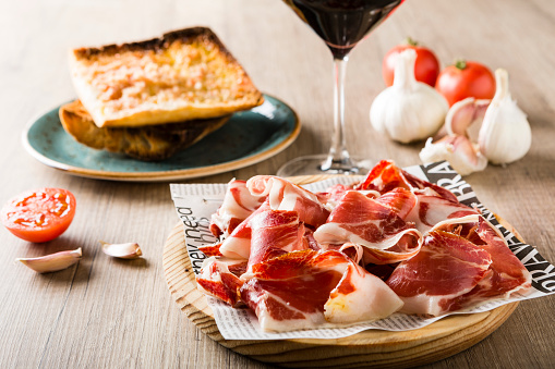 Tapas「Bread with tomato and ham on plate」:スマホ壁紙(3)