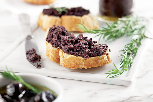 Toasted Food「Bread with olive pate,olive puree,black olive Tapenade,」:スマホ壁紙(2)