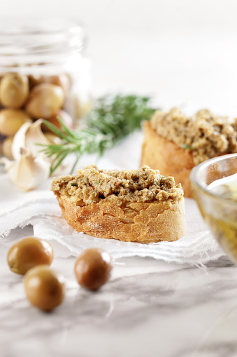 Toasted Food「Bread with olive pate,olive puree,Green Olive Tapenade,」:スマホ壁紙(7)