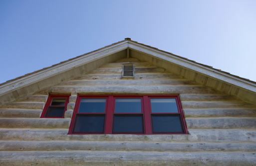 Cannon Beach「Log cabin, low angle view」:スマホ壁紙(11)
