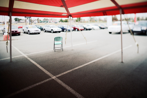 Car Dealership「Folding Chair Under Car Dealer's Tent」:スマホ壁紙(9)