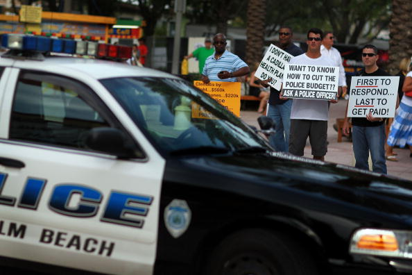 West Palm Beach「Palm Beach County Police Offices Protest Against Budget Cuts」:写真・画像(0)[壁紙.com]