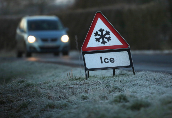 Road「Widespread Frost As The UK Braces Itself For Severe Cold Weather」:写真・画像(1)[壁紙.com]