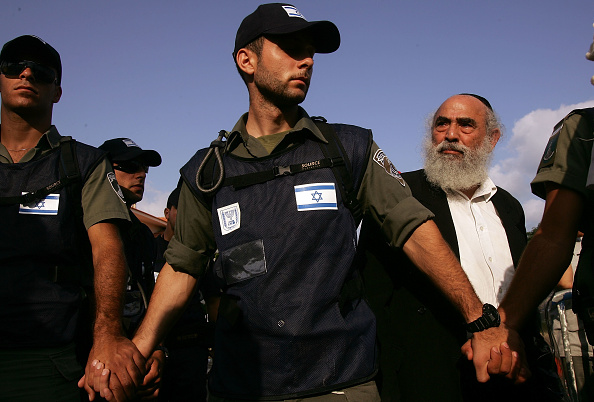 Religious Icon「Israeli Troops Move To Evict Settlers From Neve Daklim」:写真・画像(8)[壁紙.com]