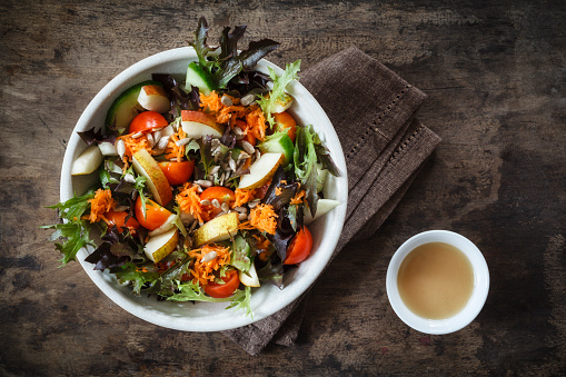 Kohlrabi「Fresh mixed salad with kohlrabi, tomato and cucumber on wood」:スマホ壁紙(0)