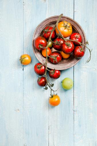 カラフル「新鮮なトマト」:スマホ壁紙(1)