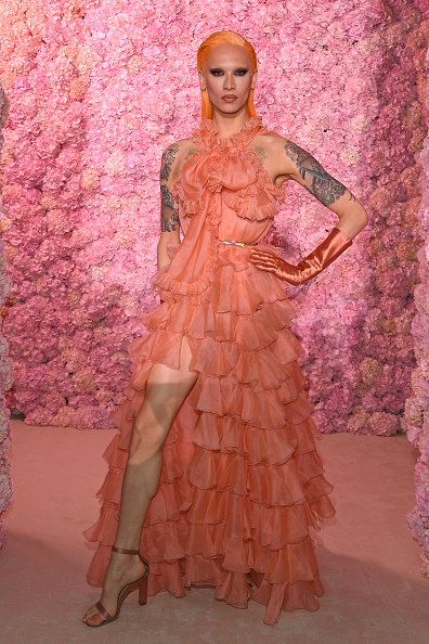 Maxi Dress「Giambattista Valli : Front Row - Paris Fashion Week Womenswear Fall/Winter 2020/2021」:写真・画像(9)[壁紙.com]