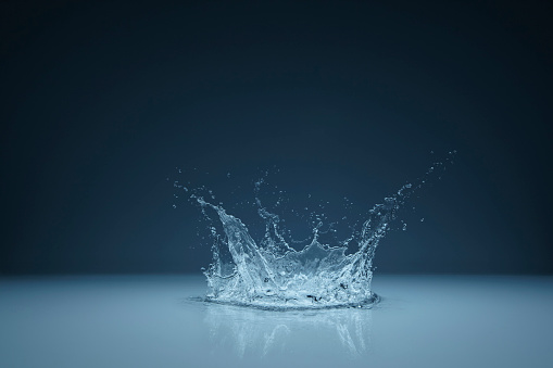 Blue Background「Water Splashing」:スマホ壁紙(10)