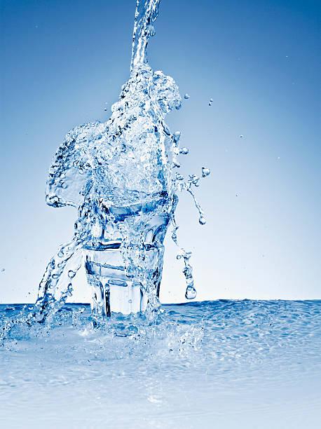 Water splashing over stacked glasses:スマホ壁紙(壁紙.com)