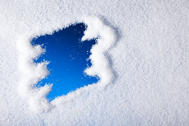 Looking through frozen window:スマホ壁紙(壁紙.com)