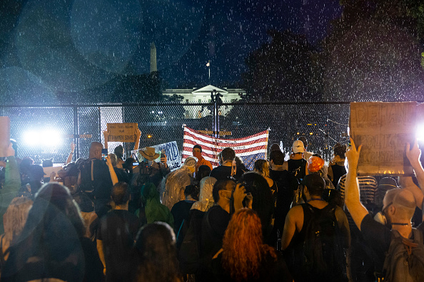 Minnesota「Protesters Demonstrate In D.C. Against Death Of George Floyd By Police Officer In Minneapolis」:写真・画像(9)[壁紙.com]