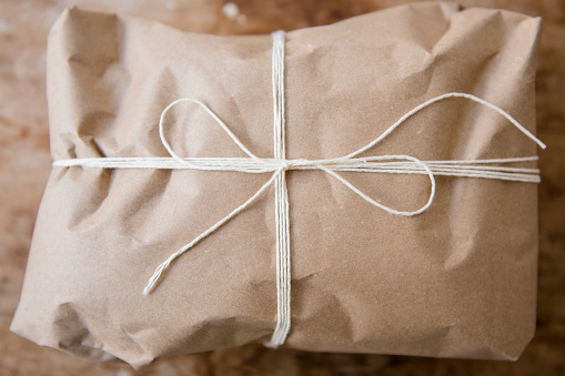Tied Knot「String tied around package wrapped in brown paper」:スマホ壁紙(16)