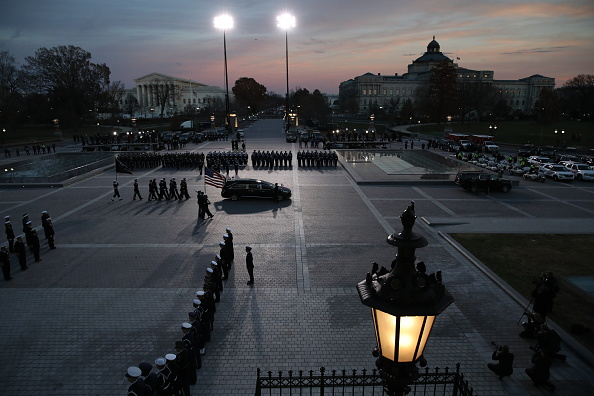 Win McNamee「Congressional Leaders Host Arrival Ceremony  At Capitol For Late President George H.W. Bush」:写真・画像(16)[壁紙.com]
