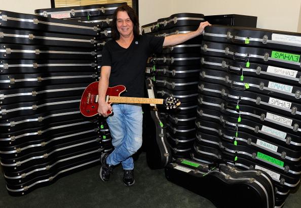 Guitar「Eddie Van Halen Donates Guitars To The Mr. Holland's Opus Foundation」:写真・画像(18)[壁紙.com]
